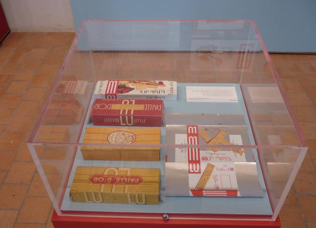 Detail des vitrines, Paille d'Or, exposition LU Pornic